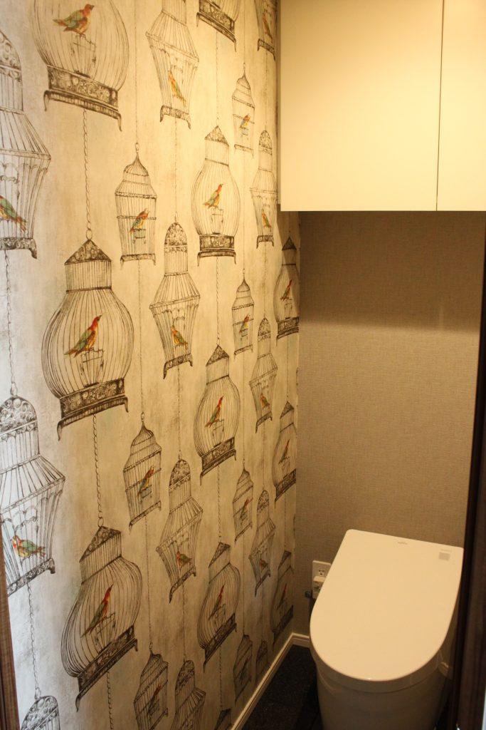 ウォールクエストの鳥かご柄の壁紙