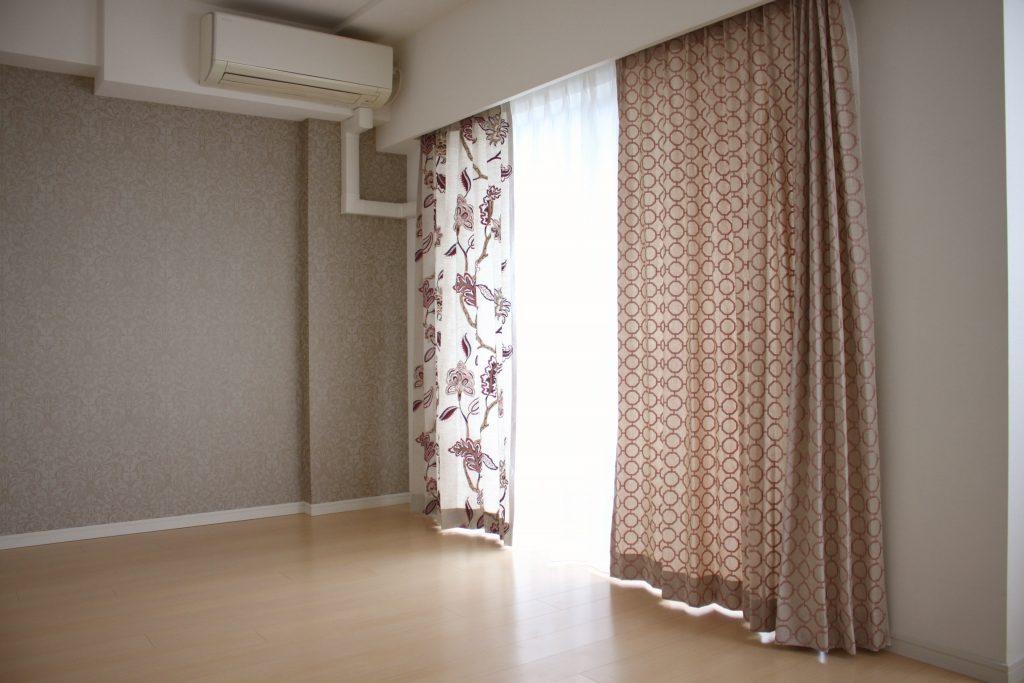 エスニック柄のカーテン