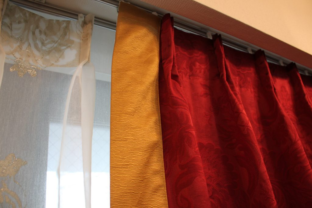 輸入カーテンのヘム加工