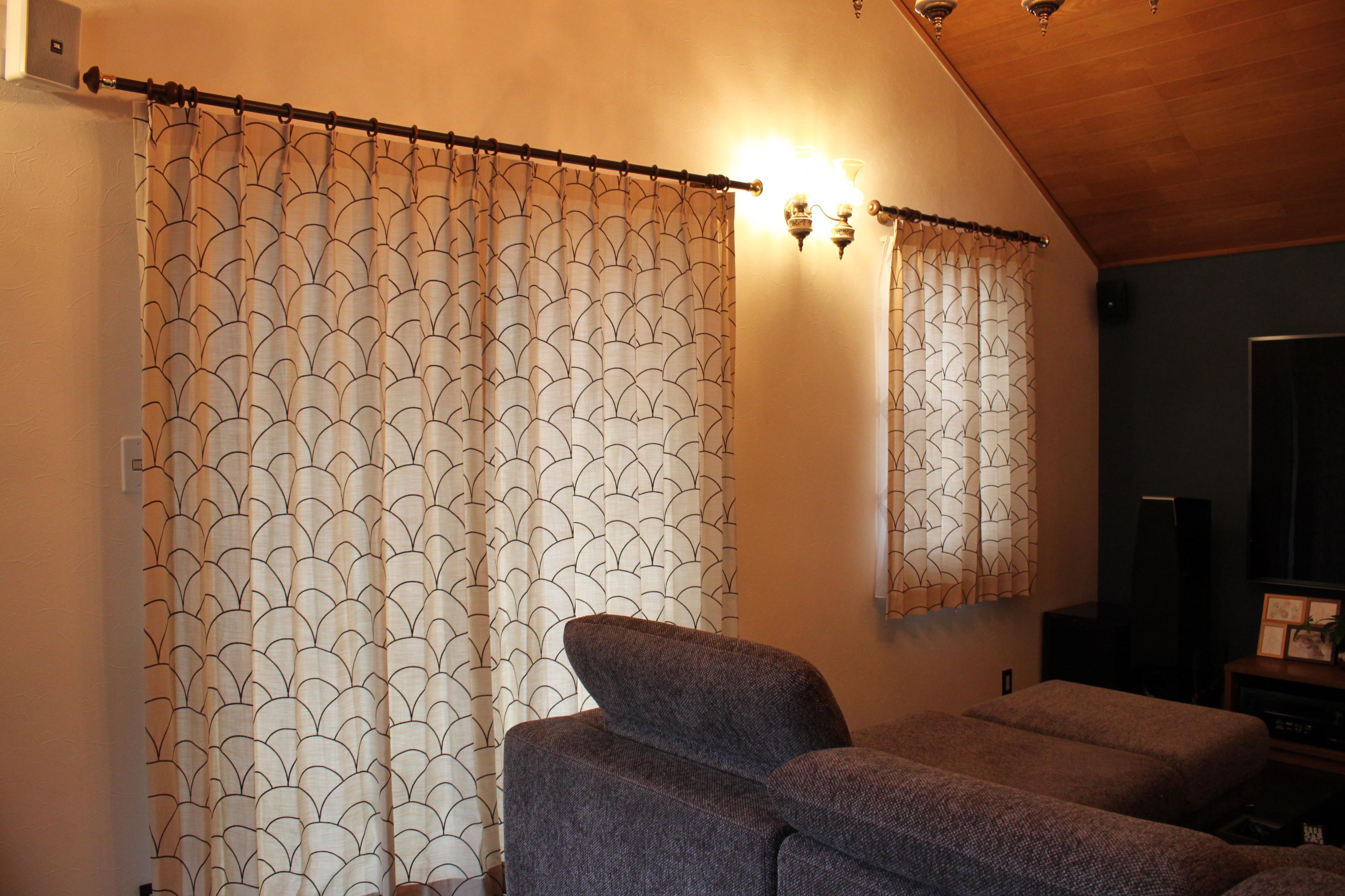 幾何学柄のカーテン