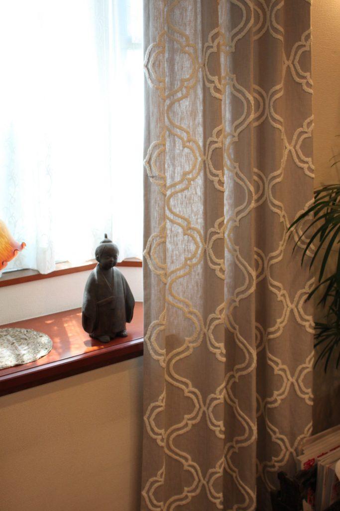 トレリス柄のカーテン