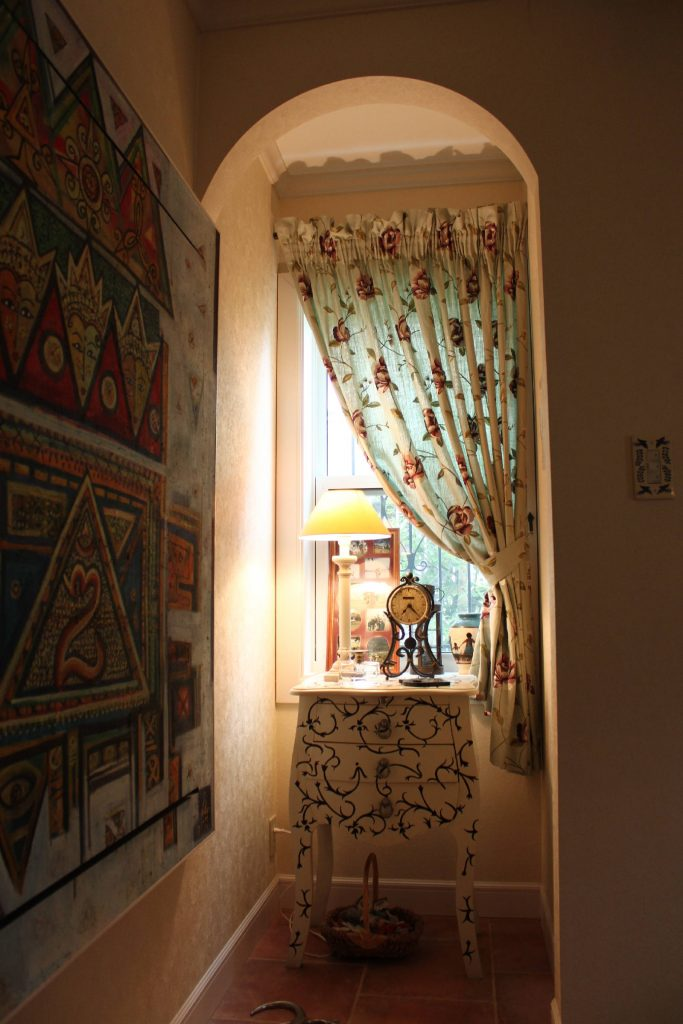 刺繍の輸入カーテン